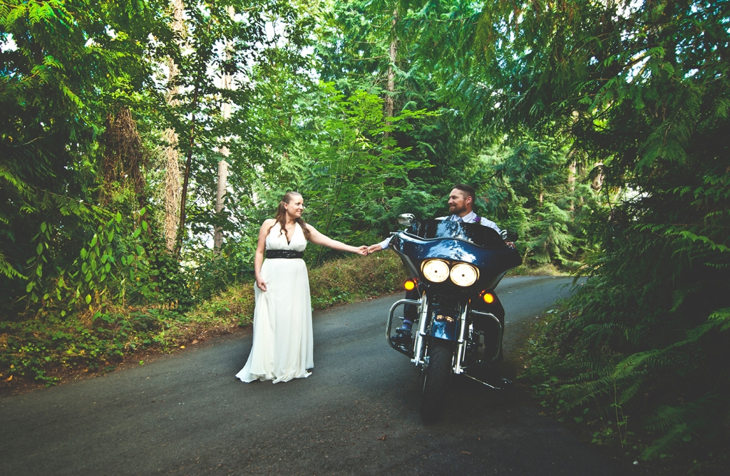 _DSC7047-Recovered bride and groom with motorcycle by Jane Speleers photography