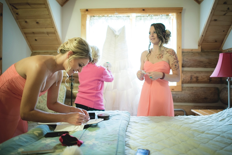 Bridesmaids getting ready in cabin by Jane S Photography DSC_8030