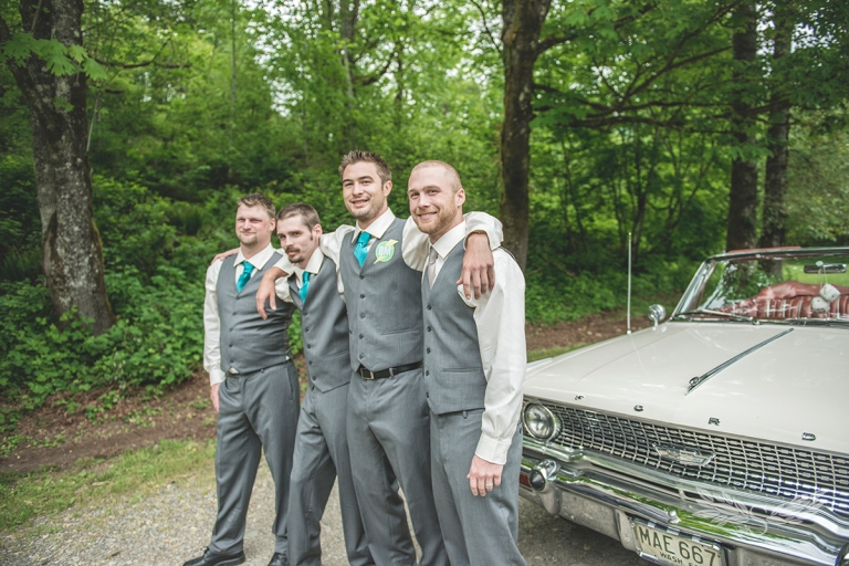 Groomsman_photography_by_classic_car_by_jane_Speleers_BMP2428