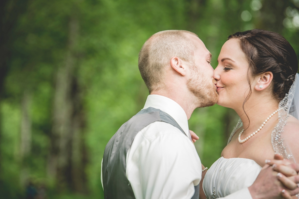 newlyweds kiss by JS photography SeattleDSC_8273