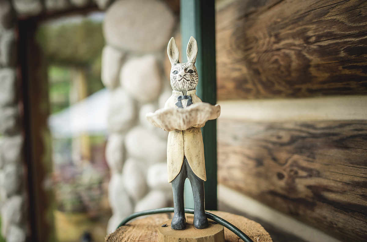 unique-wedding-decor-for-woodsy-style-ceremony-random-rabbitDSC_7940