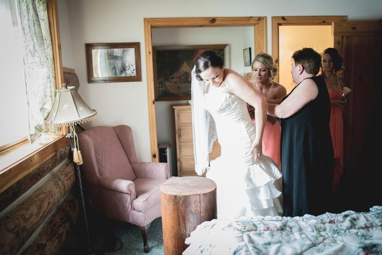 wedding-gown-zipping-up-indoor-natural-lightDSC_8064