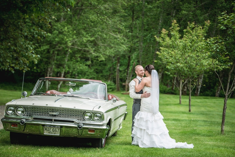 wedding with a classic car in goldbar washington by seattle photographer Jane Speleers hghgDSC_8150