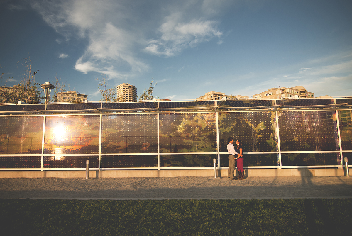 space needle engagement photo ideas sunset and golden light by Jane Speleers photography DSC_0335