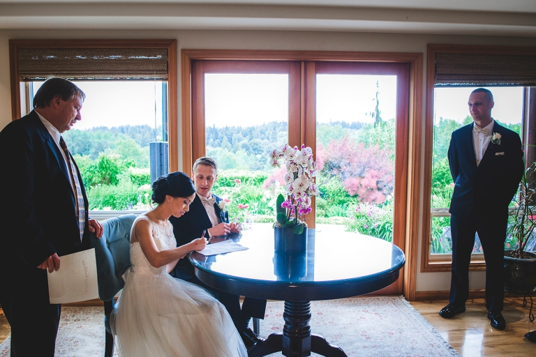 Jane_S_photography_Seattle_Wedding_at_Wild_Rose_estate_2016_Julienne_and_Brian_Signing_ DSC_9984