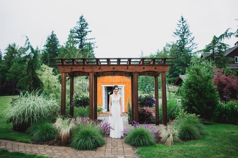 Jane_Speleers_2016_arriving to reception _Wedding_Wild_Rose_Estates_VenueDSC_9816