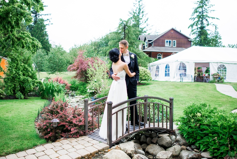 Jane_Speleers_2016_arriving to reception _Wedding_Wild_Rose_Estates_VenueDSC_9818