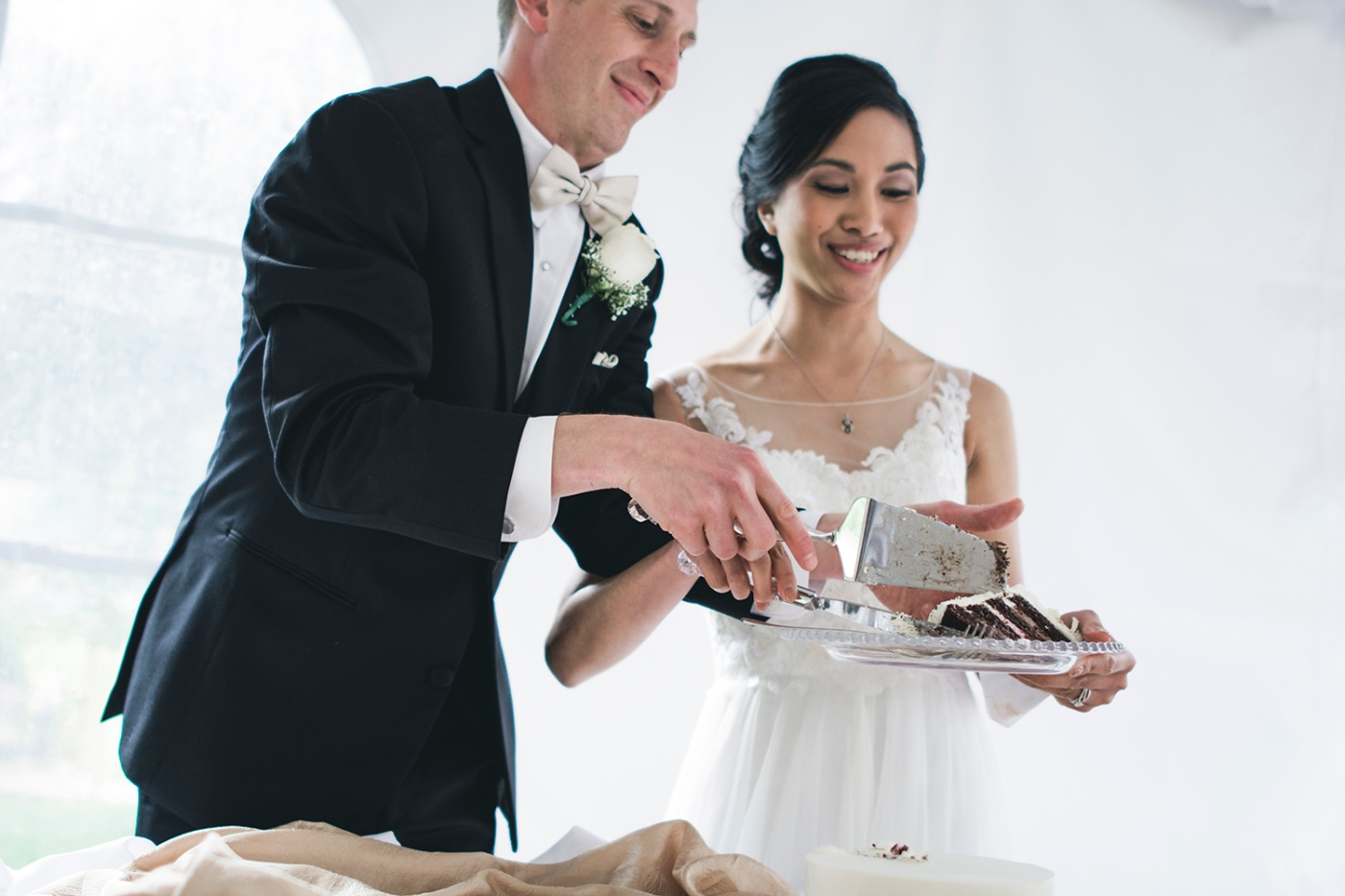 Jane_Speleers_2016_cake cutting _Wedding_Wild_Rose_Estates_Venue_JS7_8090