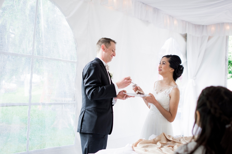 Jane_Speleers_2016_cake cutting _Wedding_Wild_Rose_Estates_Venue_JS7_8096