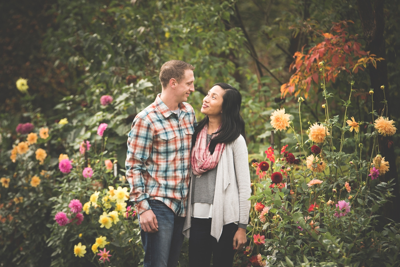jane-speleers-photography-ju-bri-holiday-october-bellevue-botanical-garden-engagement-2016_dsc_5636