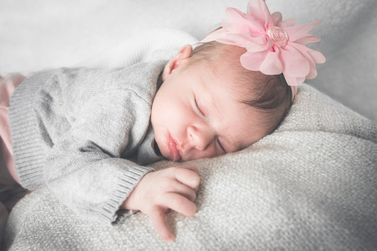 janes_photography_2016_renton_newborn_session_violetr8319