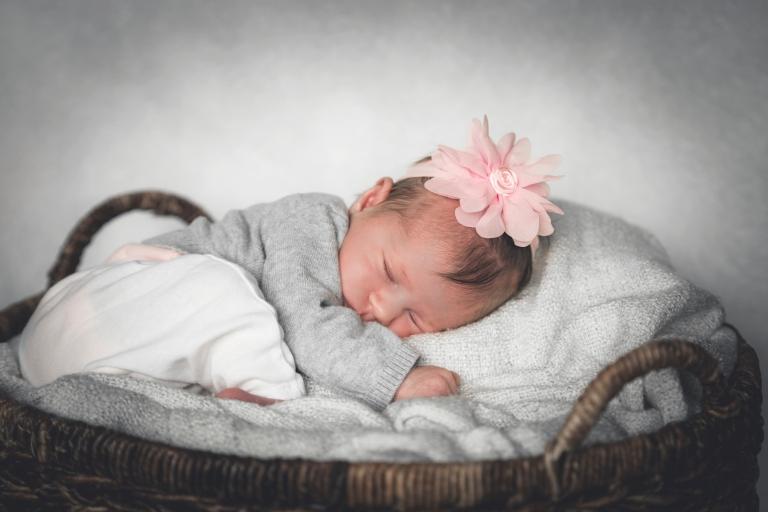 janes_photography_2016_renton_newborn_session_violetr8334
