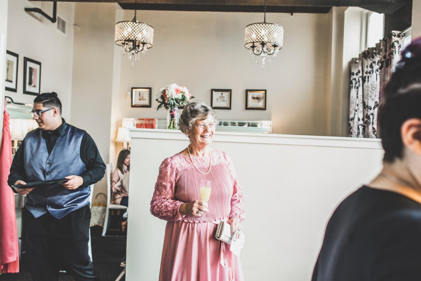 DSC_1807Everett_Wedding_Ballroom_Jane_Speleers_photography_Rachel_and_Edmund_Getting_ready_2017