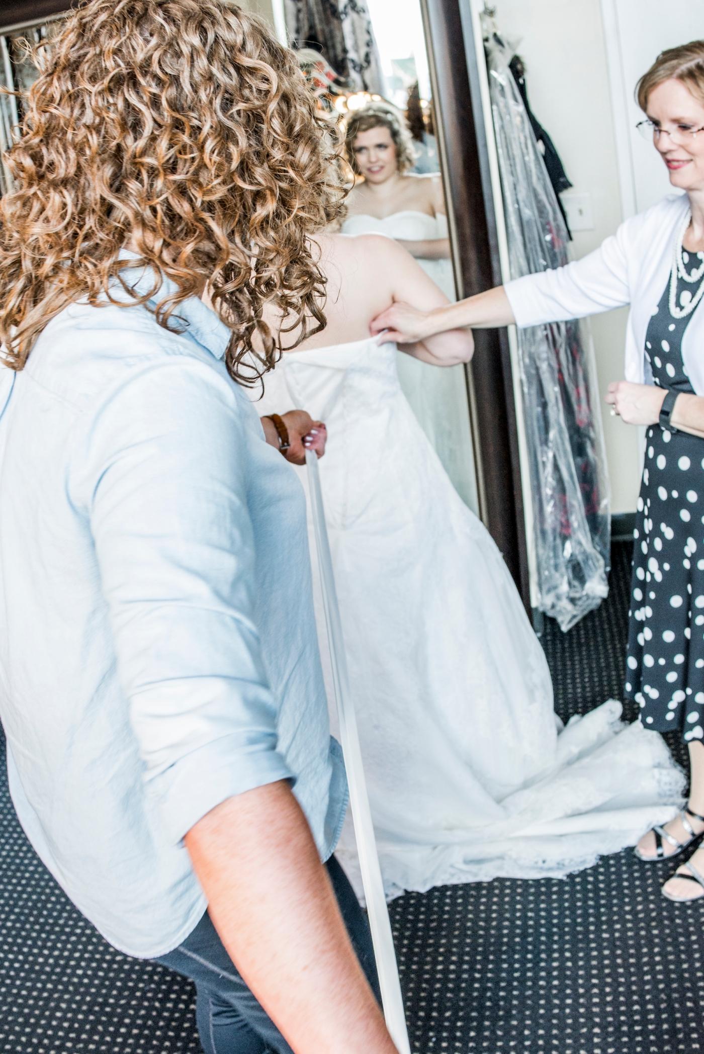 DSC_1858Everett_Wedding_Ballroom_Jane_Speleers_photography_Rachel_and_Edmund_Getting_ready_2017