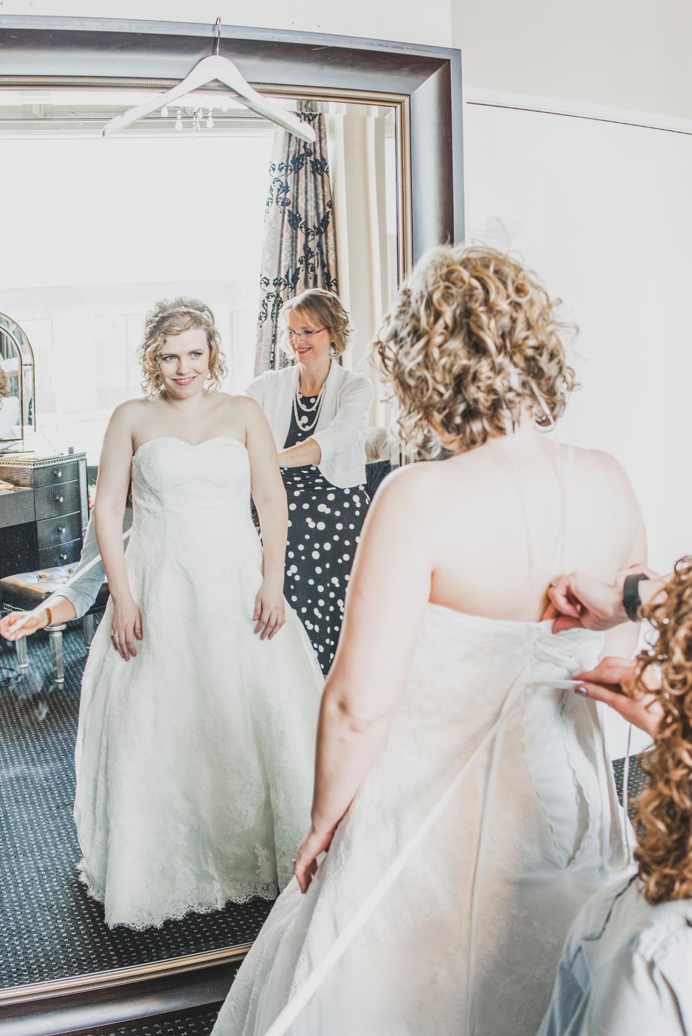 DSC_1865Everett_Wedding_Ballroom_Jane_Speleers_photography_Rachel_and_Edmund_Getting_ready_2017