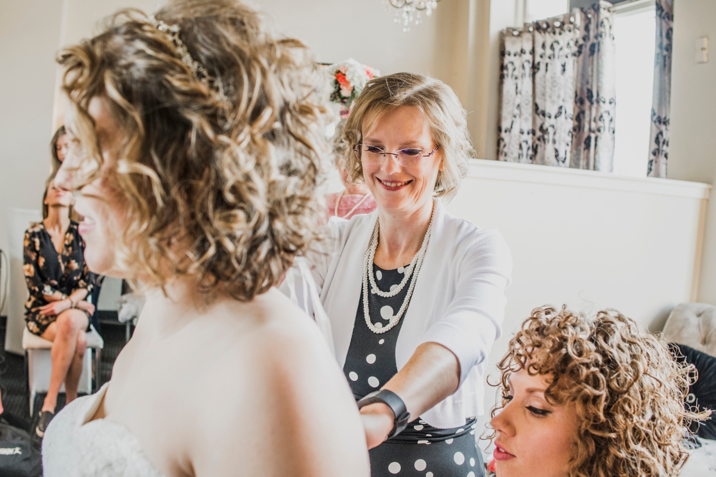 DSC_1866Everett_Wedding_Ballroom_Jane_Speleers_photography_Rachel_and_Edmund_Getting_ready_2017