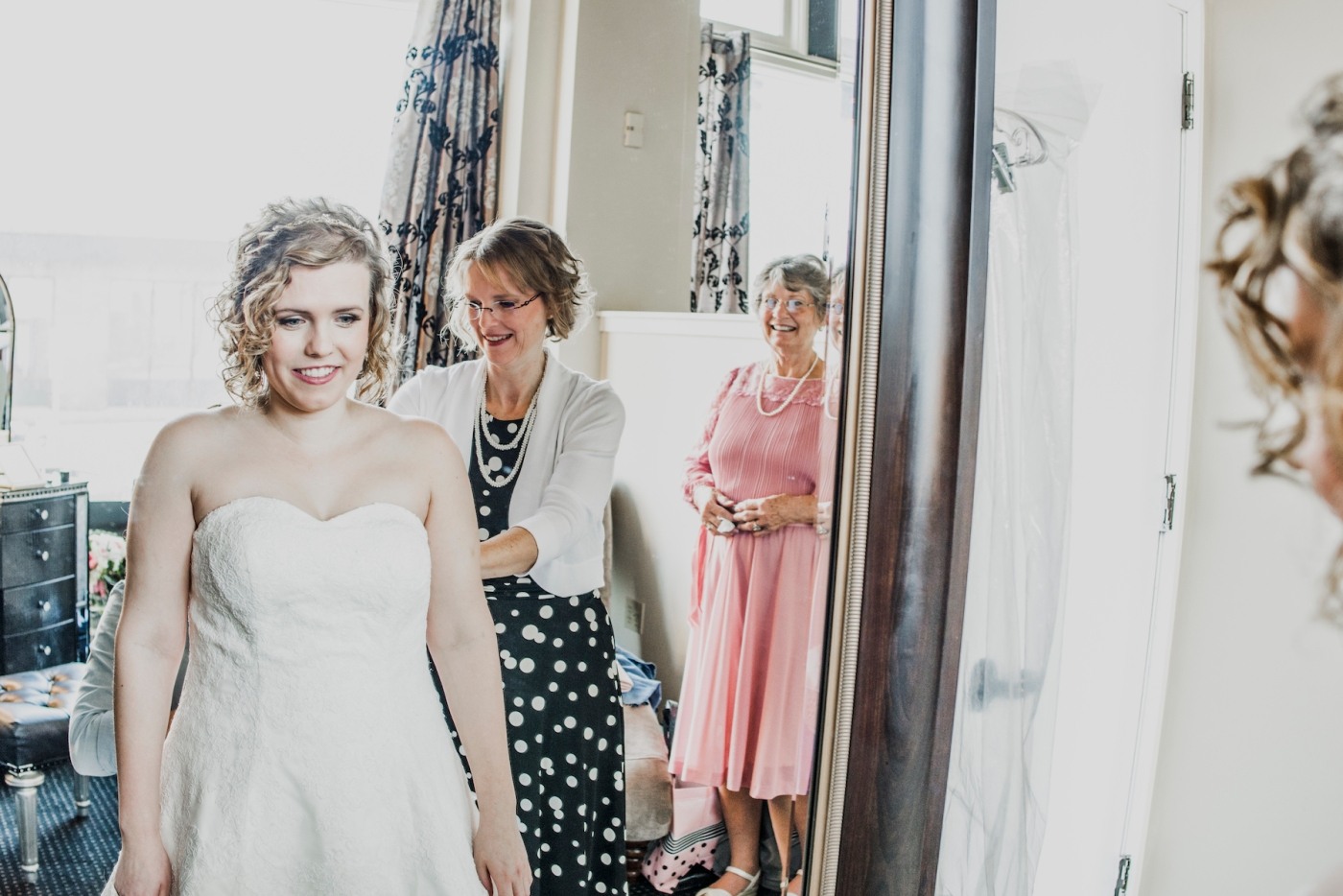 DSC_1870Everett_Wedding_Ballroom_Jane_Speleers_photography_Rachel_and_Edmund_Getting_ready_2017