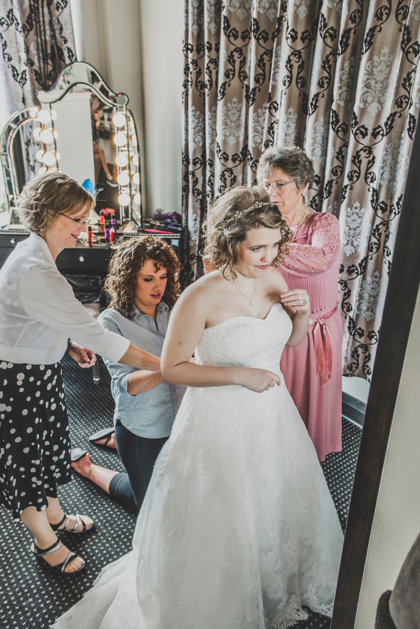 DSC_1877Everett_Wedding_Ballroom_Jane_Speleers_photography_Rachel_and_Edmund_Getting_ready_2017