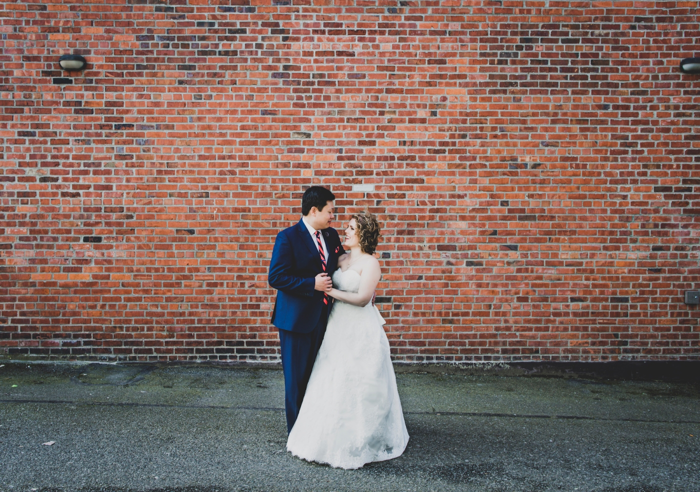 DSC_2119Everett_Wedding_Ballroom_Jane_Speleers_photography_Rachel_and_Edmund_Bridesmaids_peach_dresses_groomsmen_2017