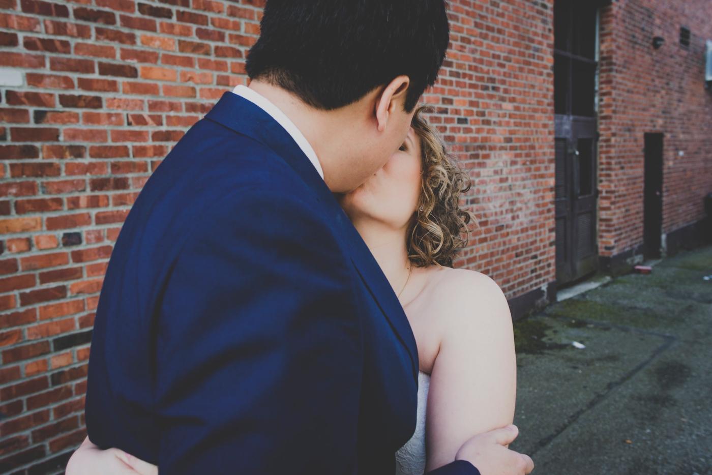 DSC_2132Everett_Wedding_Ballroom_Jane_Speleers_photography_Rachel_and_Edmund_Bridesmaids_peach_dresses_groomsmen_2017
