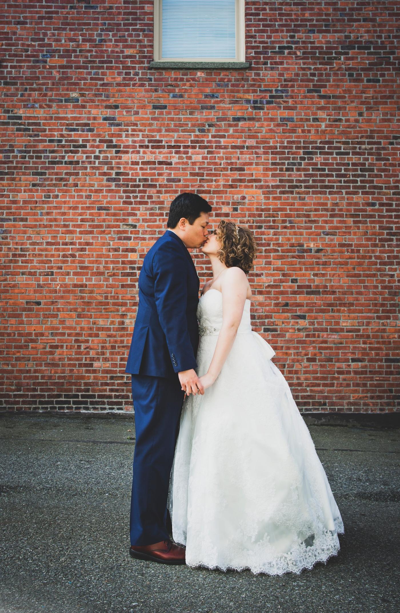 DSC_2147Everett_Wedding_Ballroom_Jane_Speleers_photography_Rachel_and_Edmund_Bridesmaids_peach_dresses_groomsmen_2017
