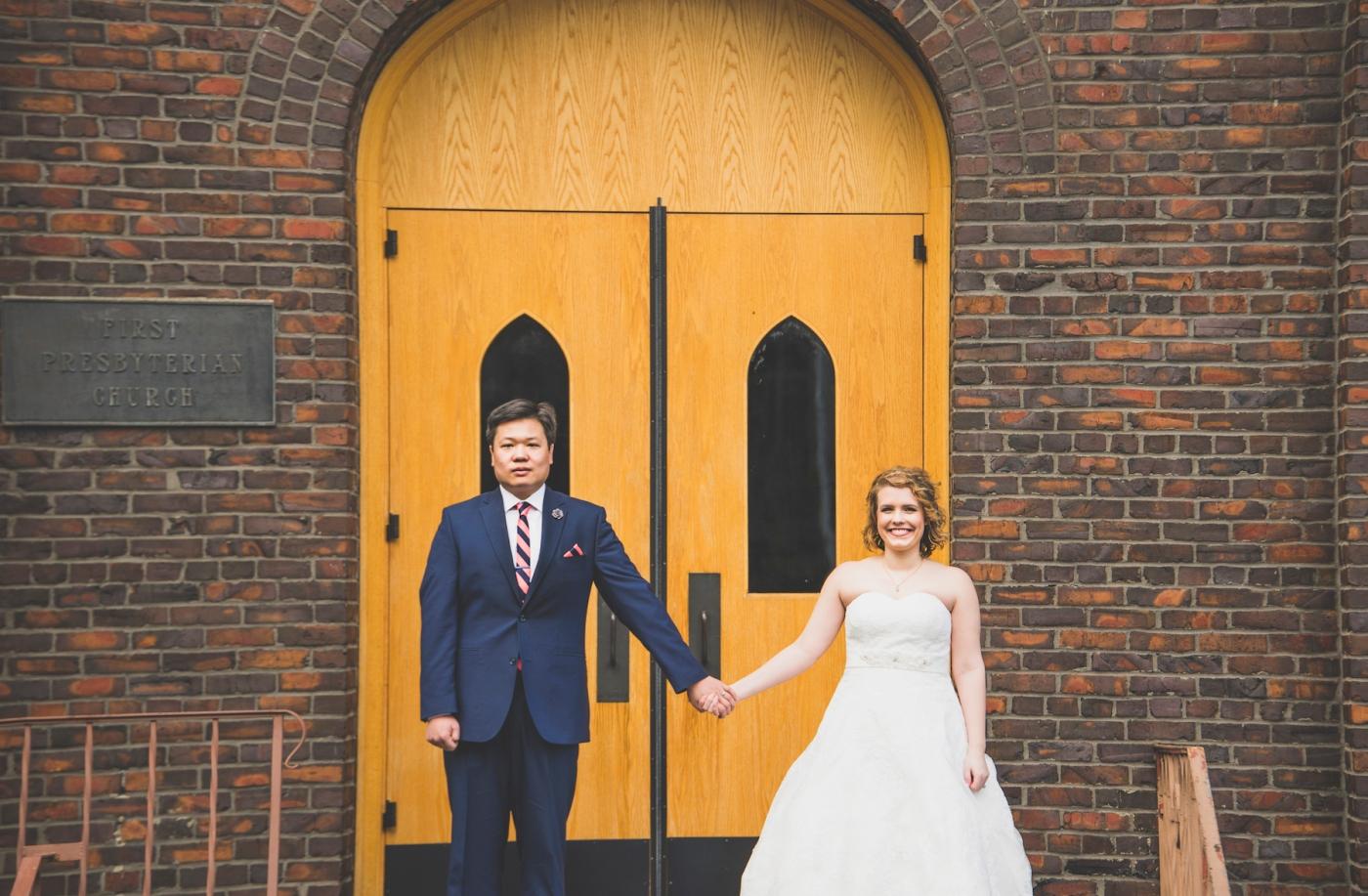 DSC_2210Everett_Wedding_Ballroom_Jane_Speleers_photography_Rachel_and_Edmund_Bridesmaids_peach_dresses_groomsmen_2017