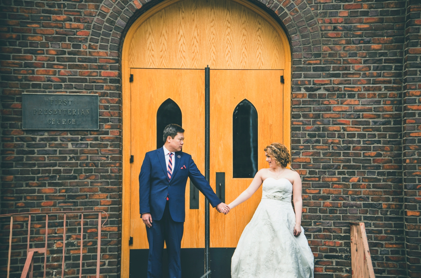 DSC_2212Everett_Wedding_Ballroom_Jane_Speleers_photography_Rachel_and_Edmund_Bridesmaids_peach_dresses_groomsmen_2017