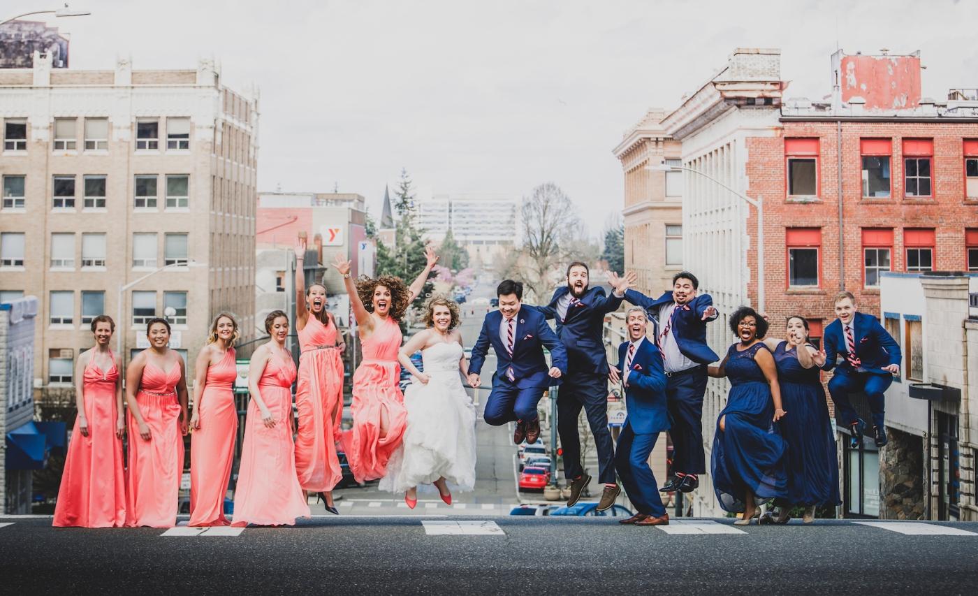 DSC_2256Everett_Wedding_Ballroom_Jane_Speleers_photography_Rachel_and_Edmund_Bridesmaids_peach_dresses_groomsmen_2017