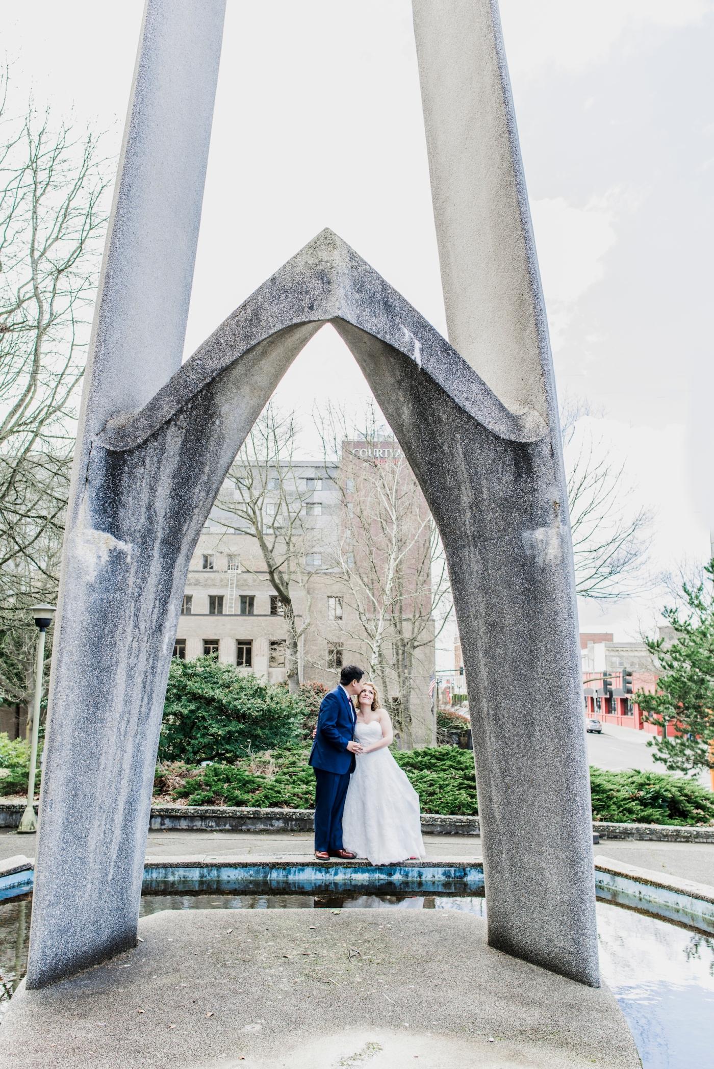 DSC_2310Everett_Wedding_Ballroom_Jane_Speleers_photography_Rachel_and_Edmund_Bridesmaids_peach_dresses_groomsmen_2017