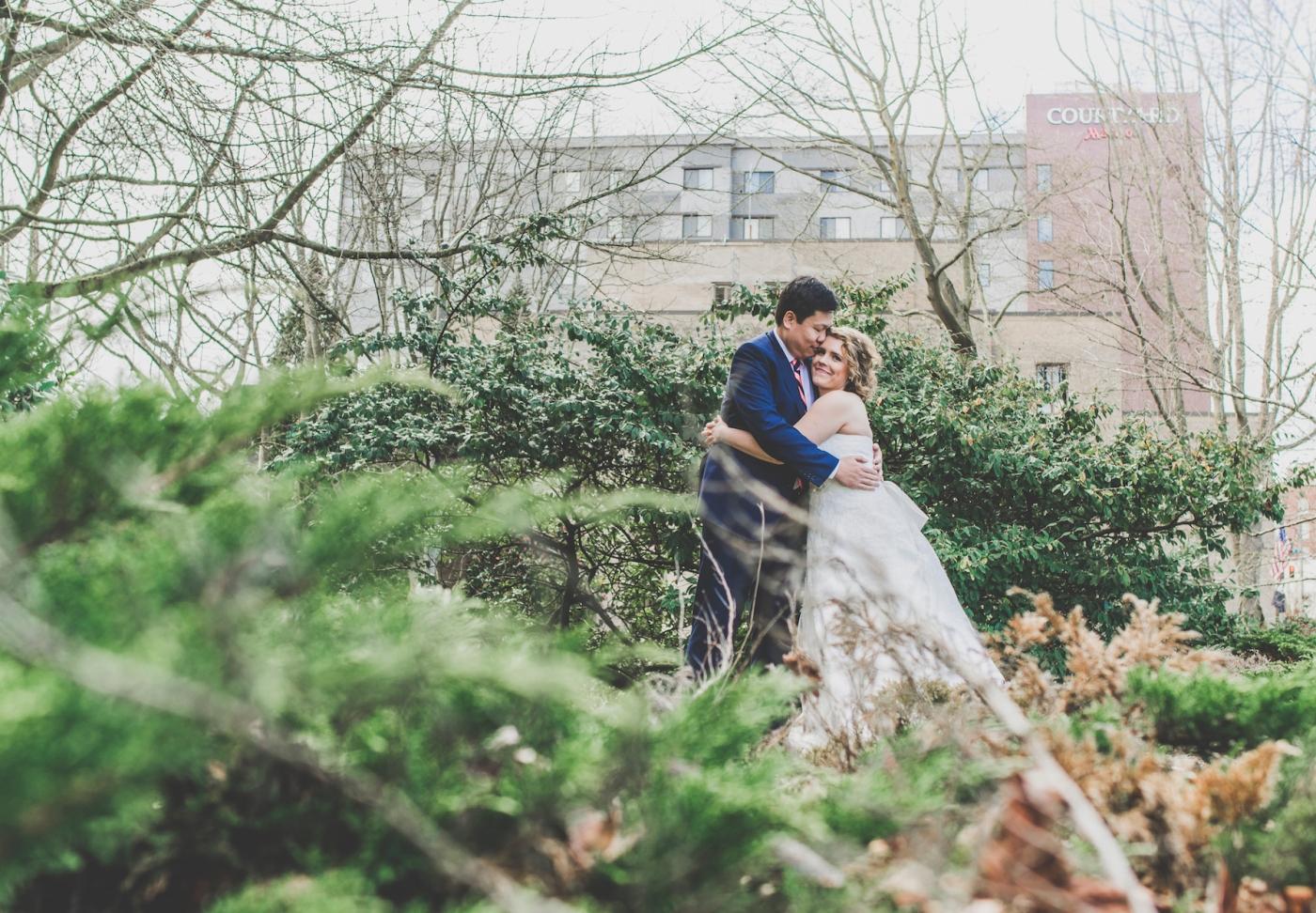 DSC_2315Everett_Wedding_Ballroom_Jane_Speleers_photography_Rachel_and_Edmund_Bridesmaids_peach_dresses_groomsmen_2017