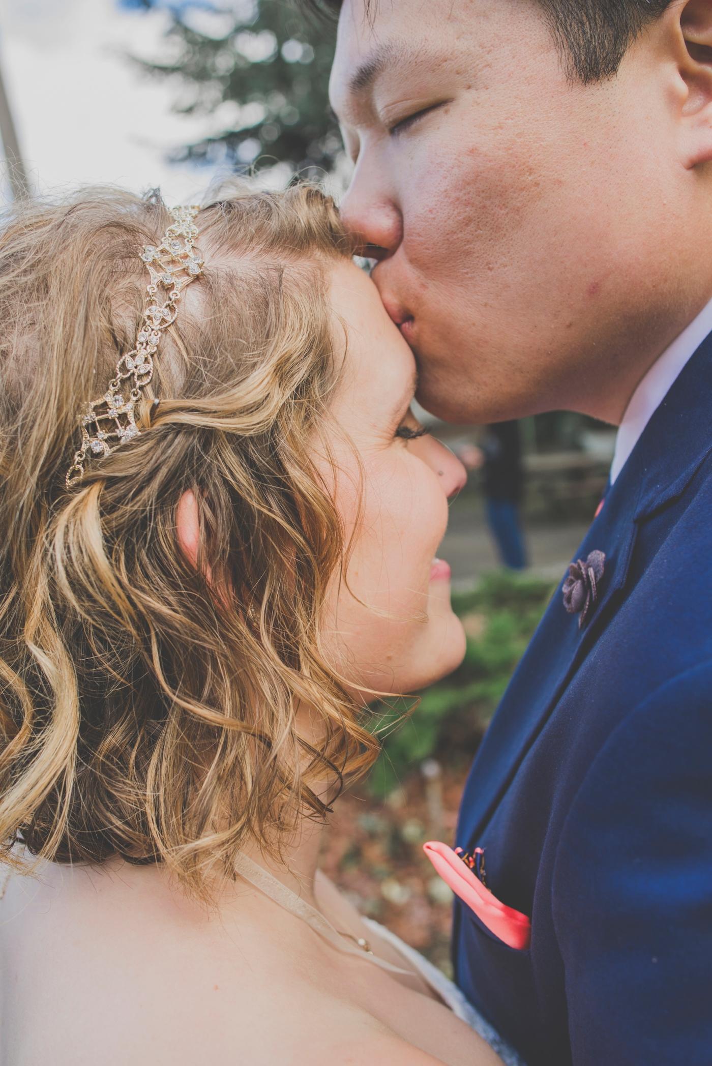 DSC_2347Everett_Wedding_Ballroom_Jane_Speleers_photography_Rachel_and_Edmund_Bridesmaids_peach_dresses_groomsmen_2017