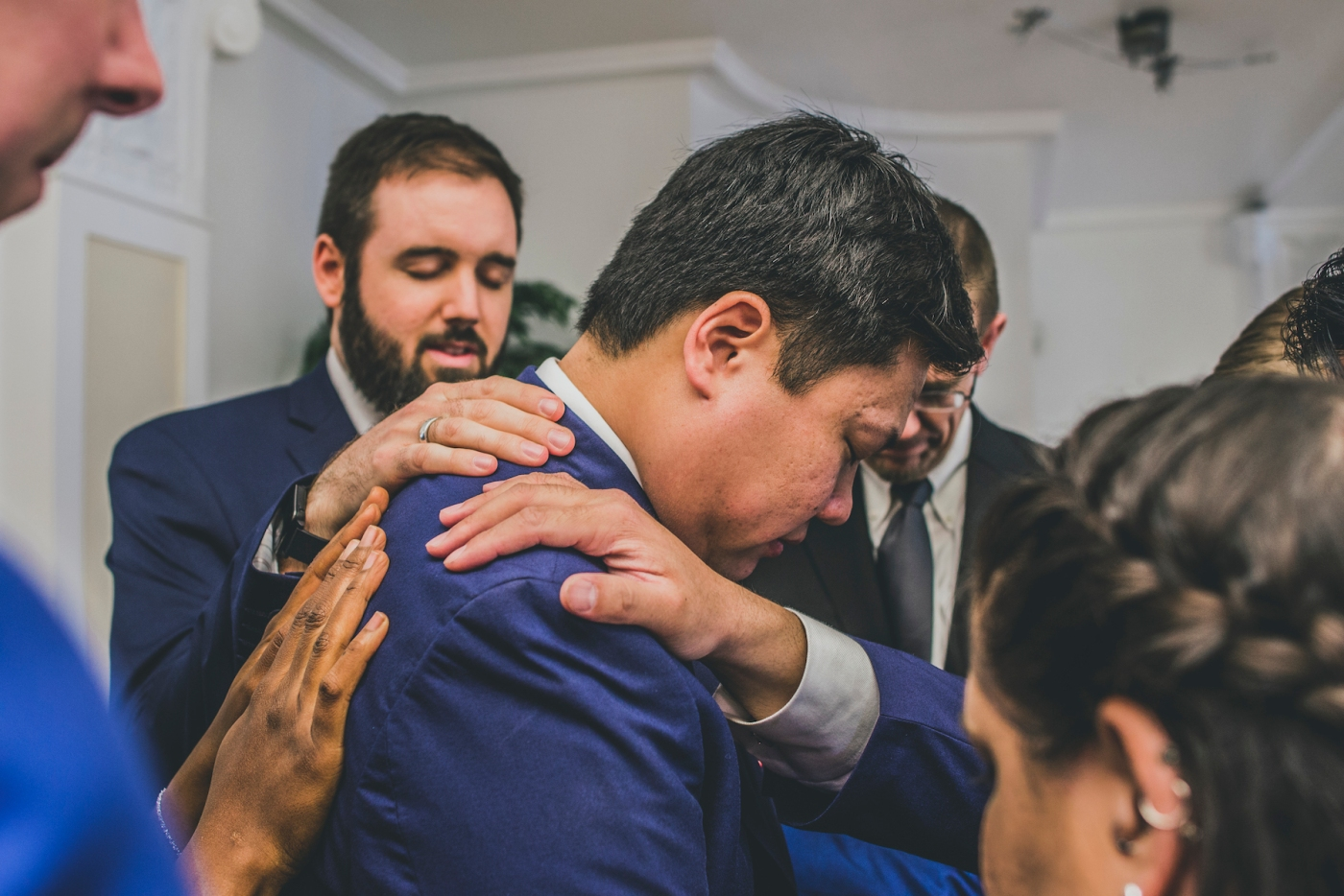 DSC_2390Everett_Wedding_Ballroom_Jane_Speleers_photography_Rachel_and_Edmund_Praying_2017