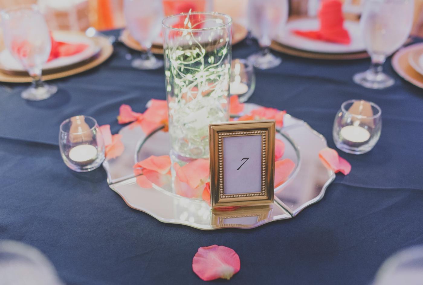 DSC_3067Everett_Wedding_Ballroom_Jane_Speleers_photography_Rachel_and_Edmund_cake cutting_2017