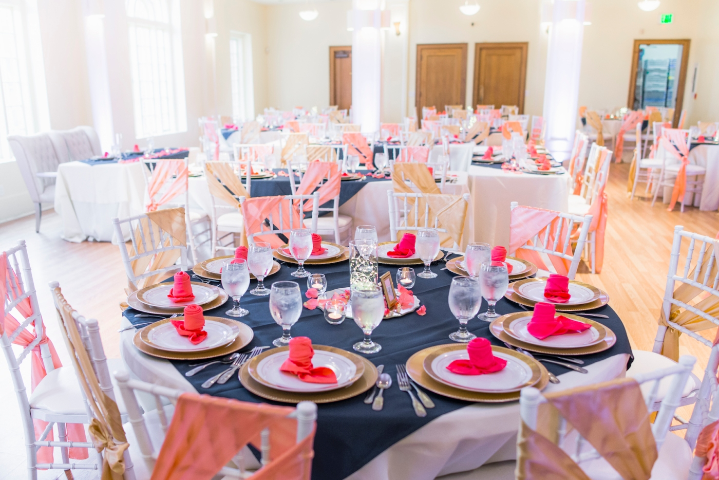 DSC_3071Everett_Wedding_Ballroom_Jane_Speleers_photography_Rachel_and_Edmund_cake cutting_2017