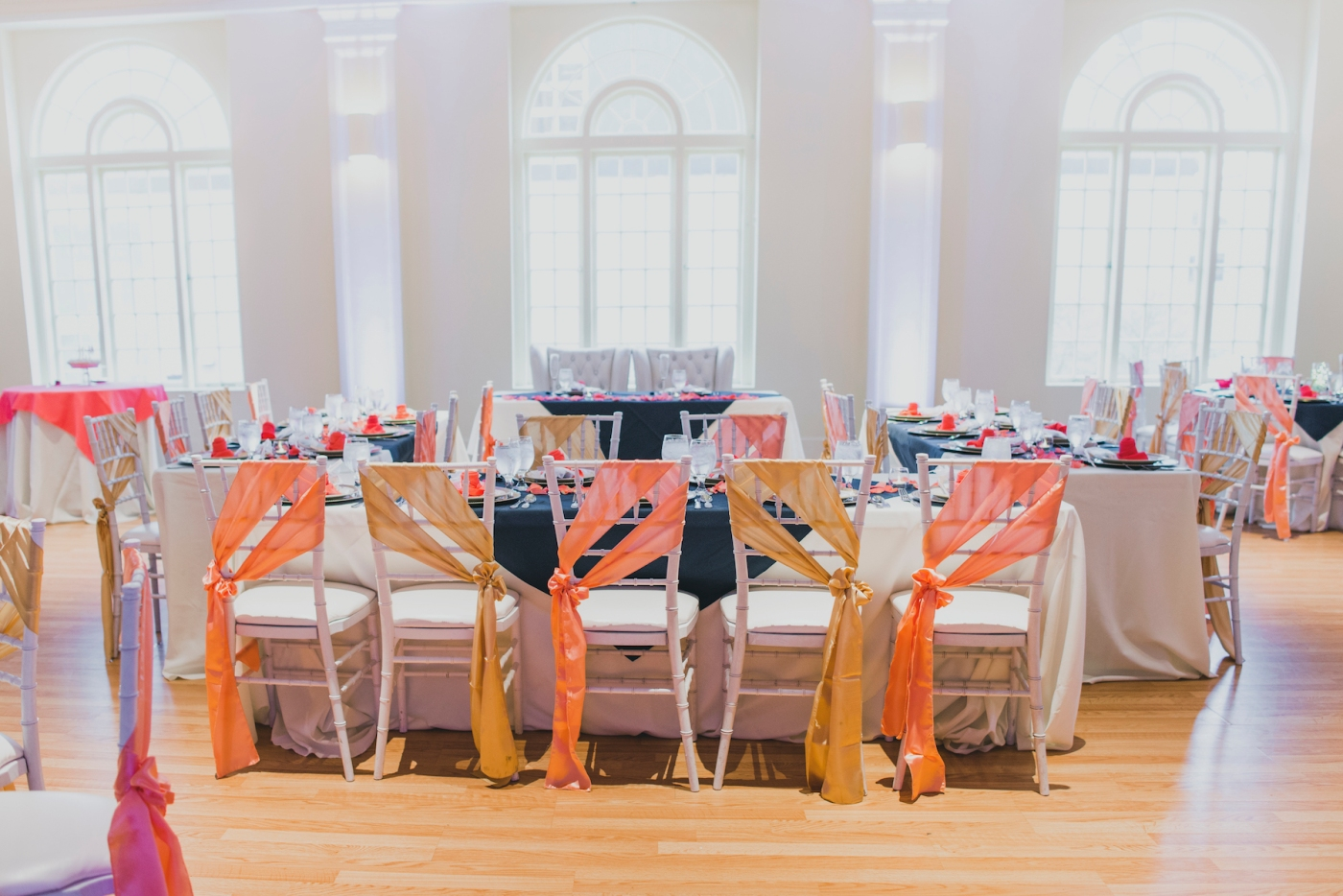 DSC_3072Everett_Wedding_Ballroom_Jane_Speleers_photography_Rachel_and_Edmund_cake cutting_2017