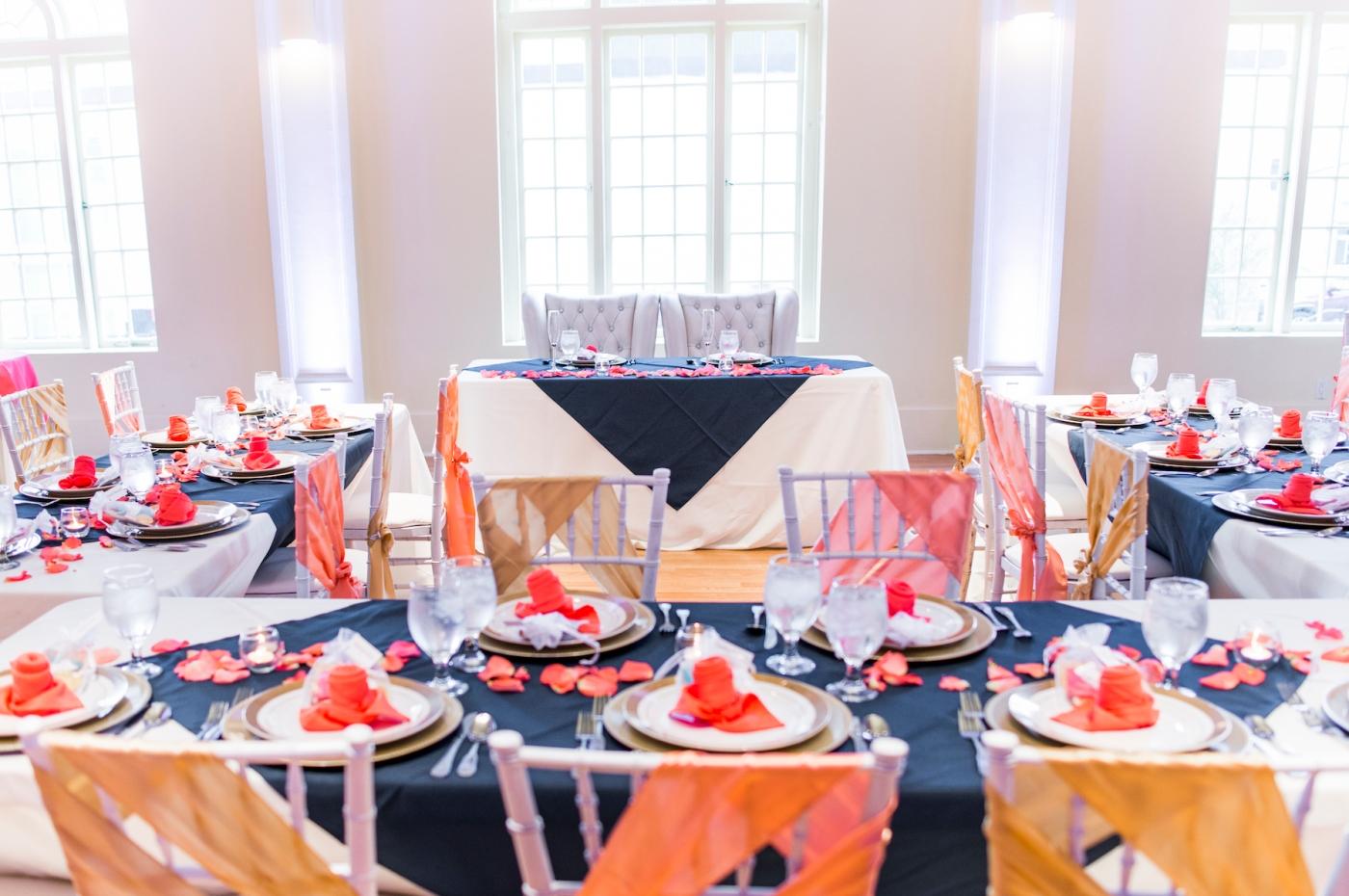 DSC_3074Everett_Wedding_Ballroom_Jane_Speleers_photography_Rachel_and_Edmund_cake cutting_2017
