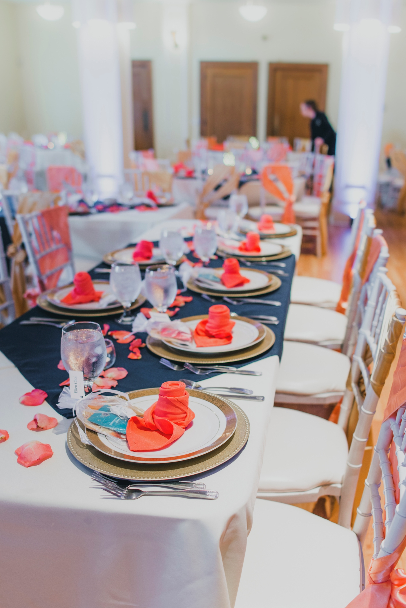 DSC_3076Everett_Wedding_Ballroom_Jane_Speleers_photography_Rachel_and_Edmund_cake cutting_2017