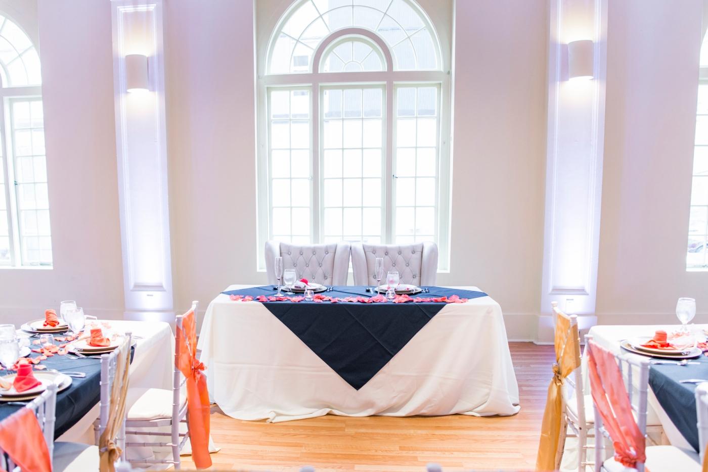 DSC_3078Everett_Wedding_Ballroom_Jane_Speleers_photography_Rachel_and_Edmund_cake cutting_2017